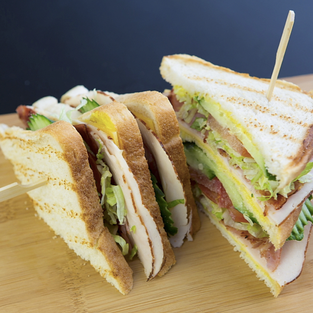 Club Sandwich met gebakken Bacon